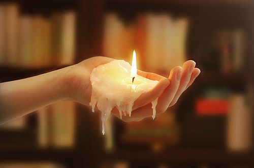 candle-fire-hand-melting-photography-Favim.com-94720